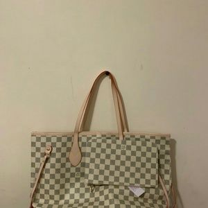 Louis Vuitton bag no real